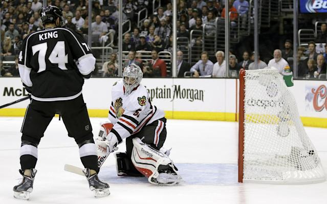 Los Angeles Kings left wing Dwight King, left, and Chicago Blackhawks goalie Corey Crawford watch defenseman Drew Doughty's goal during the second period of Game 4 of the Western Conference finals of the NHL hockey Stanley Cup playoffs in Los Angeles, Monday, May 26, 2014. (AP Photo/Chris Carlson)
