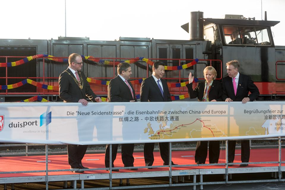 "DUISBURG, GERMANY - MARCH 29:  (L-R) Lord Mayor of the city of Duisburg Soren Link (SDP), Vice Chancellor and Economy and Energy Minister Sigmar Gabriel (SPD), Chinese President Xi Jinping, Prime Minister of the German State of Northrhine-Westfalia Hannelore Kraft and CEO of Duisburger Hafen AG (Duisport) Erich Staake attend the arrival of ""Yuxinou"" container train at the Logport terminal on March 29, 2014 in Duisburg, North Rhine-Westphalia, Germany. The train, which is up to 750 meters long, links the Duisburg shipping port directly with the Chinese city of Chongqing, located 10,000 kilometers away. Xi Jinping is on a two-day official visit to Germany. (Photo by Pool/Getty Images)"