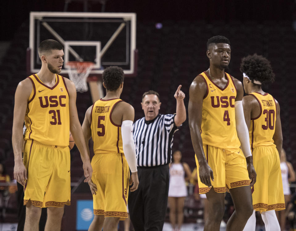 Southern California forward Chimezie Metu (4) is ejected after a flagrant foul during the first half of the team's NCAA college basketball game against Washington State, Sunday, Dec. 31, 2017, in Los Angeles. (AP Photo/Kyusung Gong)