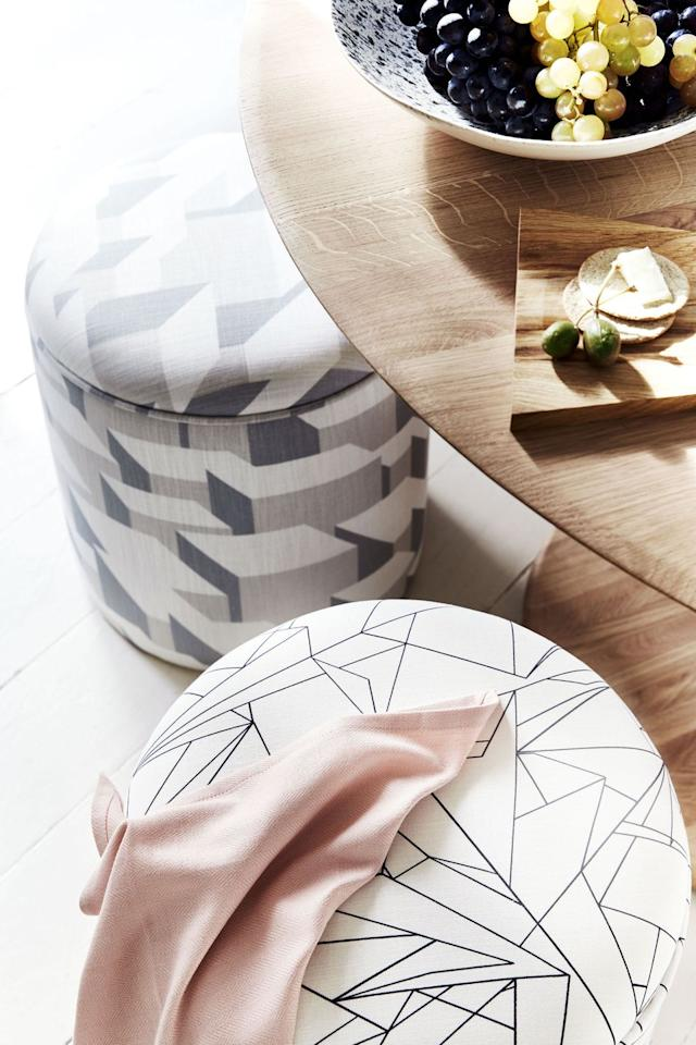 "<p>Stools upholstered in patterned fabrics with harmonious hues add<br>a pleasing informality to this relaxed dining space.<br></p><p>• Stools upholstered in Cracked Ice fabric, <a href=""http://www.flock.org.uk/shop/cracked-ice-fabric"" target=""_blank"">Flock</a>.<br></p>"