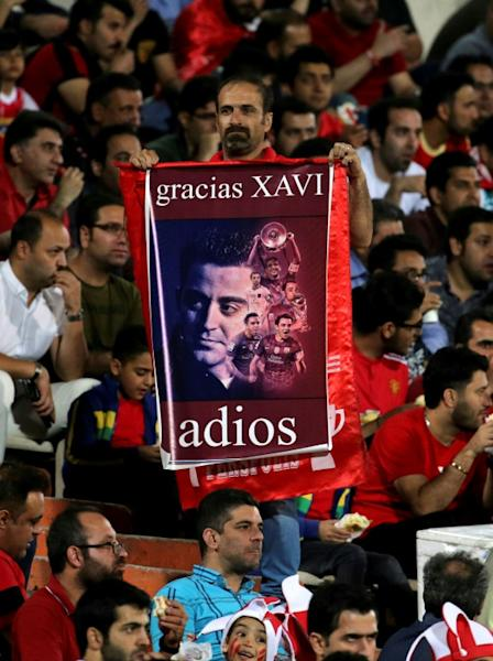 Persepolis supporters waved banners honouring Xavi's illustrious career