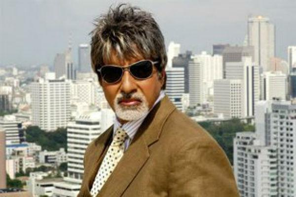 <b>8. Amitabh Bachchan </b><br><br>Anything this man does is newsworthy. Be it him going on a drive in his new car, or stepping out of his house to greet fans, no one can ever have enough of Amitabh Bachchan. Therefore, it only makes sense that people cannot get enough of his hair style. At 60+, this man is the favoured superstar of not only old men but men in their 30s. To put it point blank, the Amitabh Bachchan look has never and will never go out of style.
