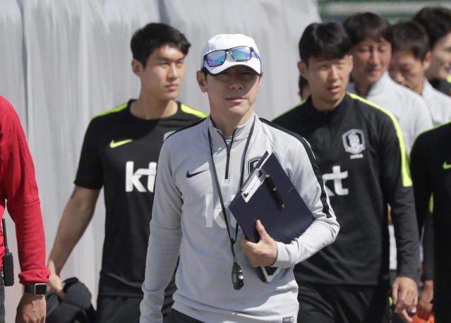 South Korea's head coach Shin Tae-yong, center, arrives with players Son Heung-min, right, and Lee Yong for a training session of South Korea at the 2018 soccer World Cup at the Spartak Stadium in Lomonosov near St. Petersburg, Russia, Saturday, June 16, 2018. (AP Photo/Lee Jin-man)