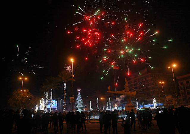 <p>Iraqis watch fireworks explode during the New Year celebrations in Baghdad, Iraq, early Monday, Jan. 1, 2018. (Photo: Khalid Mohammed/AP) </p>