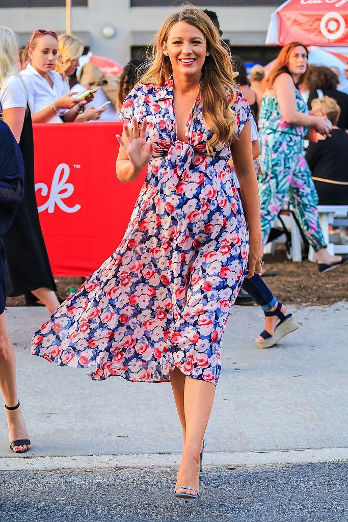 <p>The pregnant star showed off her growing baby bump in a breezy floral midi dress. <i>(Photo by Alessio Botticelli/GC Images)</i><br></p>