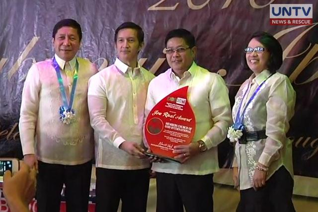 Bro. Danny Navales receives Department of Health and Philippine Blood Center the highest recognition in the field of blood donation in the Philippines for MCGI or Members Church of God International.