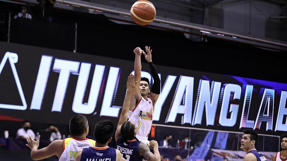 Javee Mocon leads Rain or Shine past Meralco in the 2021 PBA Philippine Cup. (Photo: PBA Images)