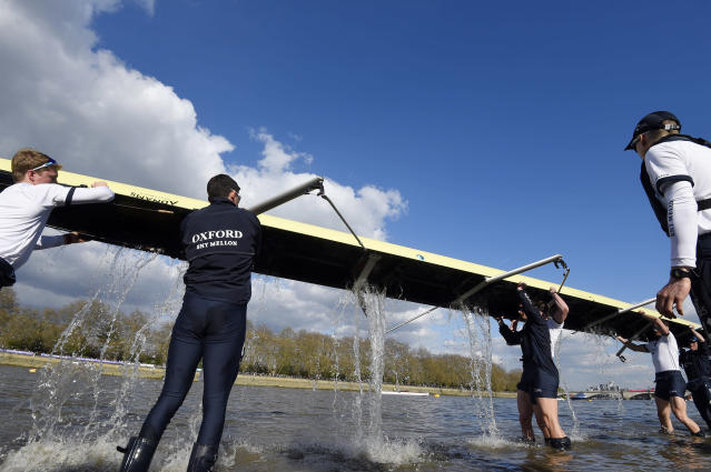 Britain Rowing - 2017 Oxford v Cambridge University Boat Race - River Thames, London - 2/4/17 Oxford empty the boat before the race Reuters / Toby Melville Livepic