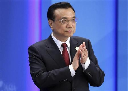 Chinese Premier Li claps as he attends the opening ceremony of the BFA Annual Conference 2014 in Boao