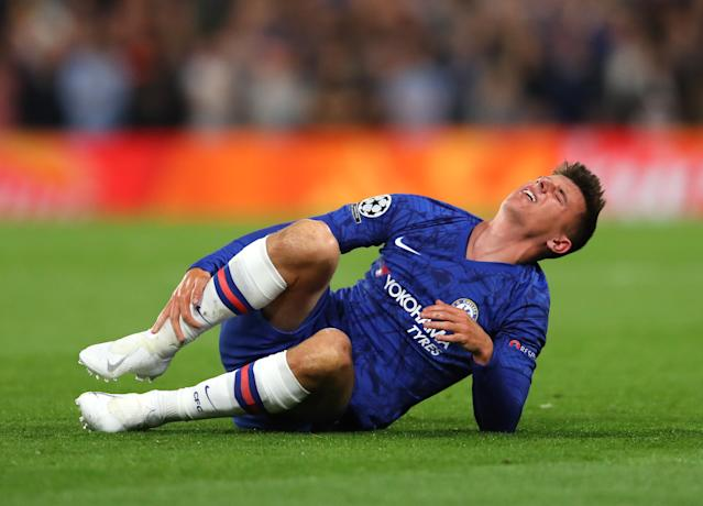 Mason Mount was forced off with an injury in the first half. (Credit: Getty Images)