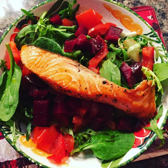 <p>Pre-grill your fish the night before, then whack it in a container in the morning with spinach leaves, cooked beetroot and chopped peppers and tomatoes for a work lunch that's so bright it's sure to lift your mood. <i>[Photo: Instagram / Eat With Ellen]</i></p>
