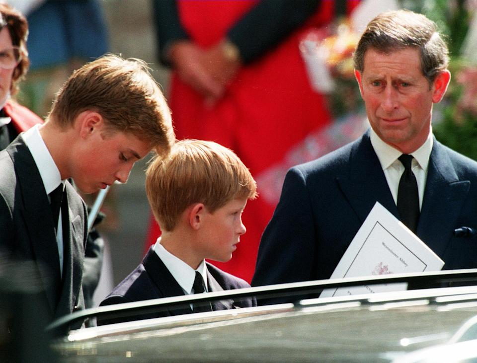Former husband of Diana Prince Charles (L) and their two sons Harry (C) and William wait in front of the Westminster Abbey in London after the funeral ceremony of Princess of Wales 06 September. WPA POOL / AFP PHOTO / AFP WPA POOL / JOEL ROBINE        (Photo credit should read JOEL ROBINE/AFP via Getty Images)