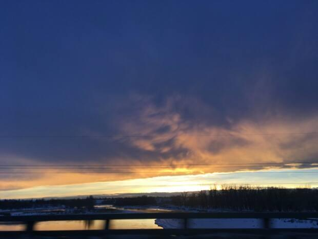 A chinook arch at sunset on eastbound Glenmore Trail going over the Bow River.  (Submitted by Samana McEwen - image credit)