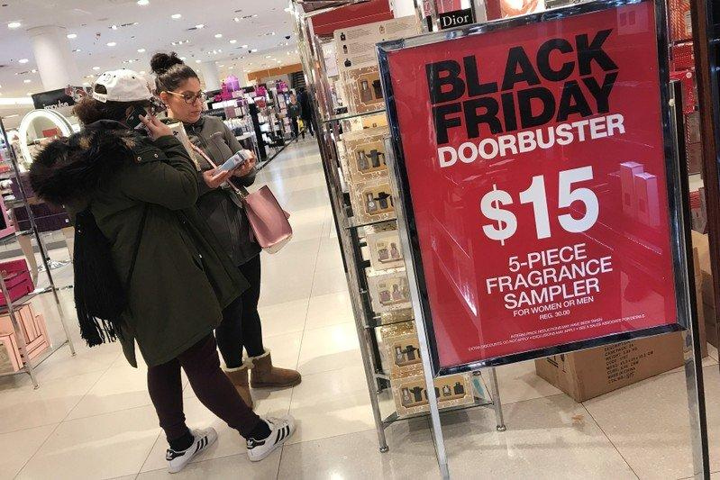 Macy S Is Luring Online Shoppers And Its Stock Is Winning Black Friday M Amzn