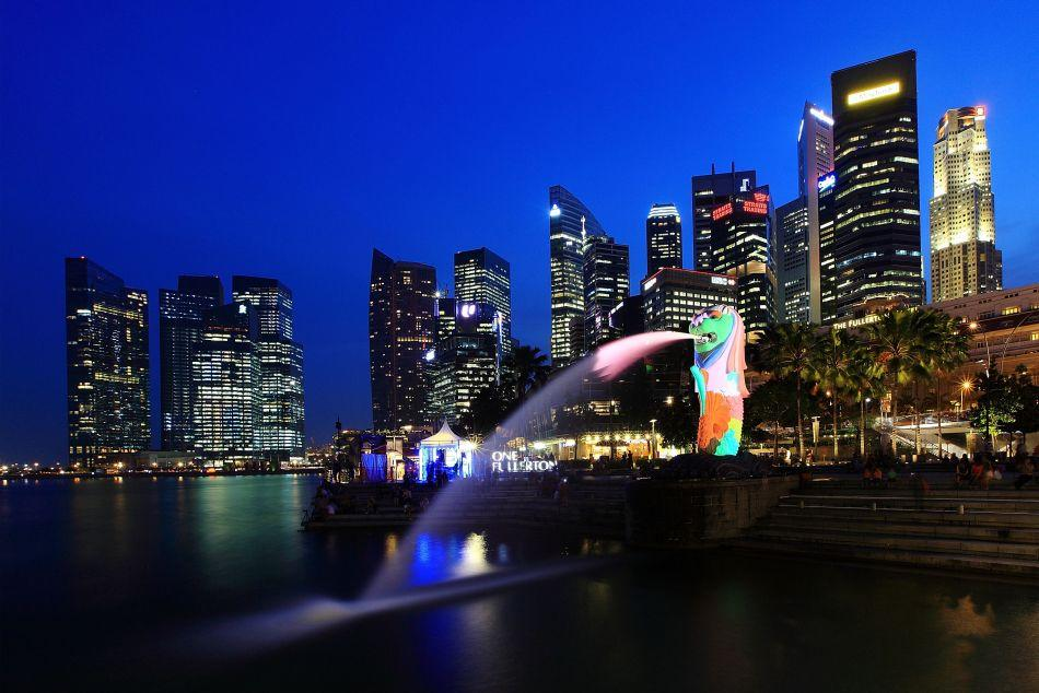 The Merlion and the central business district skyline in Singapore.