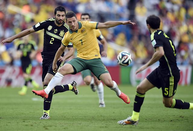 Australia's Mathew Leckie is closed down by Spain's Raul Albiol, left, and Spain's Juanfran during the group B World Cup soccer match between Australia and Spain at the Arena da Baixada in Curitiba, Brazil, Monday, June 23, 2014. (AP Photo/Martin Meissner)