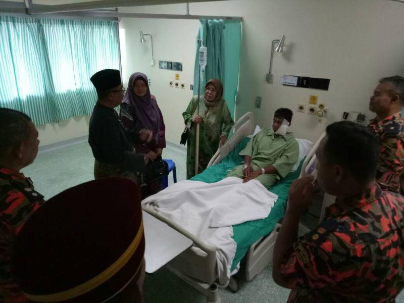 Firemen injured following silo explosion in Ipoh (VIDEO)