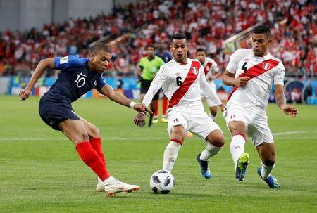 France's Kylian Mbappe in action with Peru's Miguel Trauco and Anderson Santamaria. REUTERS/Darren Staples