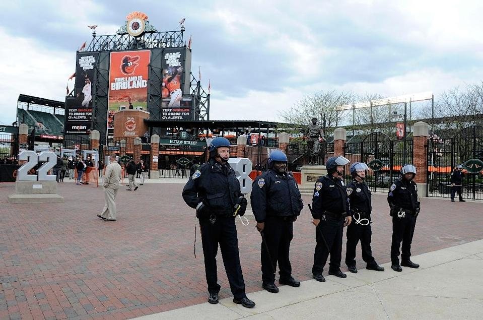 Police stand watch outside Camden Yards before the game was postponed between the Baltimore Orioles and the Chicago White Sox on April 27, 2015 in Baltimore (AFP Photo/Greg Fiume)