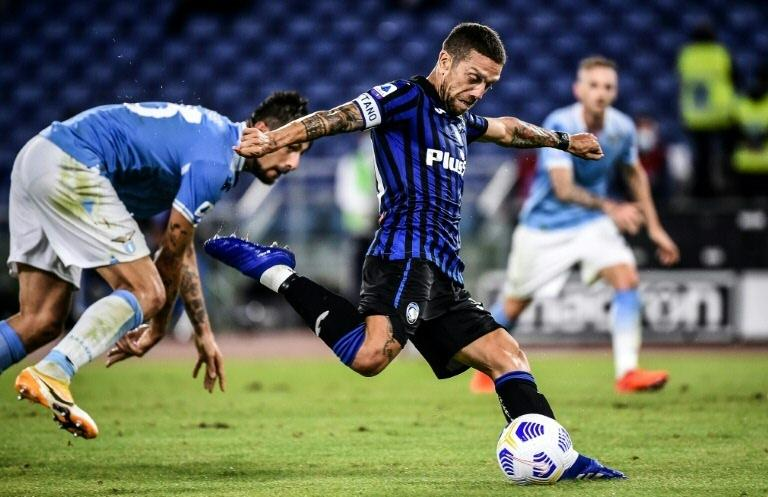 Gomez double punishes Lazio, five-goal Inter beat Benevento