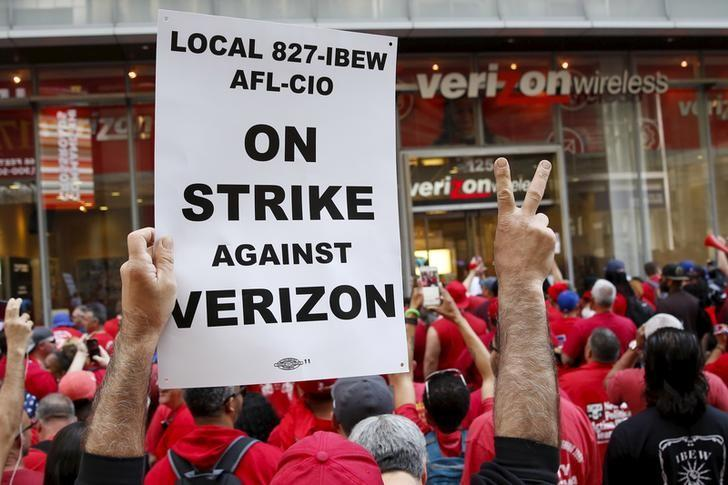 People demonstrate outside a Verizon wireless store during a strike in New York, U.S., April 18, 2016