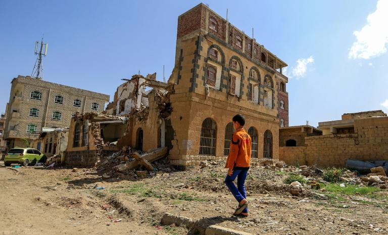 The conflict between Yemen's Huthi rebels and a Saudi-led coalition has left nearly 10,000 people dead