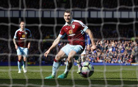 Britain Soccer Football - Everton v Burnley - Premier League - Goodison Park - 15/4/17 Burnley's Sam Vokes scores their first goal from the penalty spot Action Images via Reuters / Jason Cairnduff Livepic