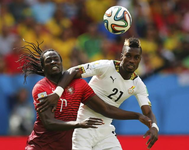 Portugal's Eder (L) fights for the ball with Ghana's John Boye during the 2014 World Cup Group G soccer match at the Brasilia national stadium in Brasilia June 26, 2014. REUTERS/Ueslei Marcelino (BRAZIL - Tags: SOCCER SPORT WORLD CUP)
