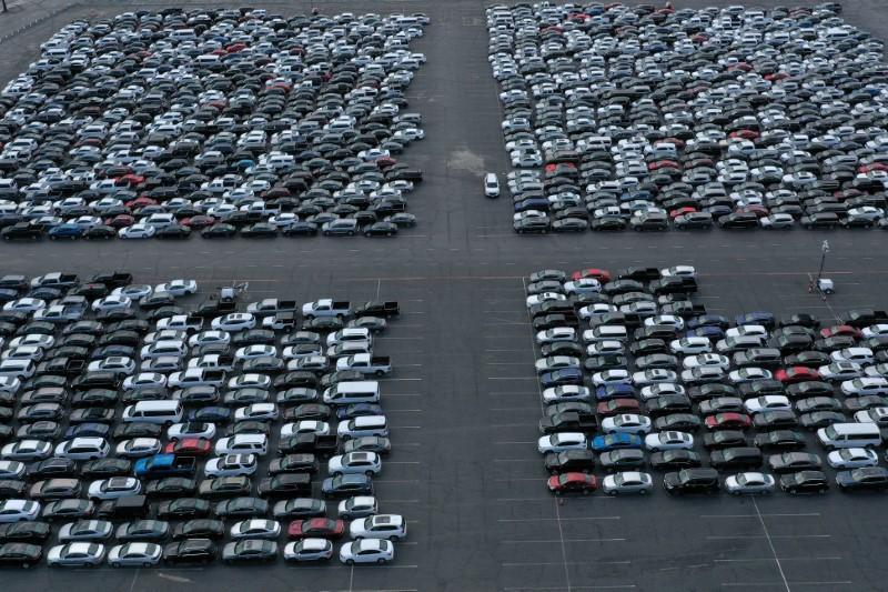 Rental fleet collapse drags down U.S. vehicle sales