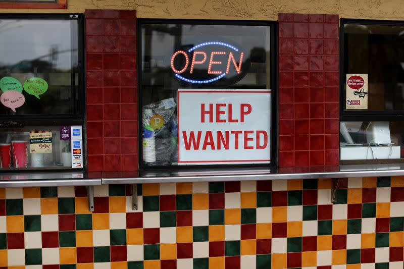 U.S. labor market, income data point to drawn-out economic recovery