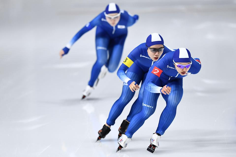 South Korean speed skaters Kim Bo-reum and Park Ji-woo left Noh Seon-yeong during their team pursuit race on Tuesday. (Getty)
