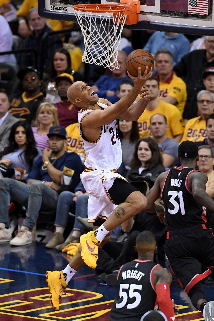 Richard Jefferson of the Cleveland Cavaliers drives to the basket against the Toronto Raptors in game one of the Eastern Conference Finals (AFP Photo/Jason Miller)
