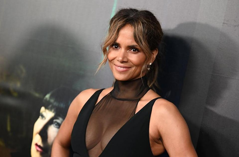 Halle Berry breaks the internet with photo of her ripped abs