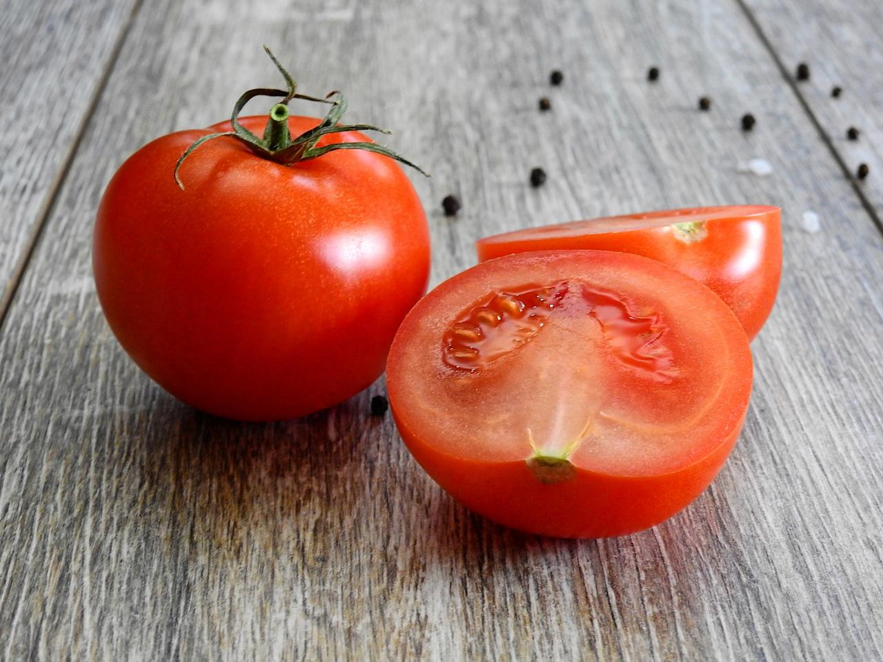 <p>Tomatoes are super healthy and are chochful of vitamins, antioxidants and minerals. They are also natural astringents, helping remove excess oil and minimising pores. This tomato and gram flour pack is good for those dealing with oily skin and acne.<br /> Take a small ripe tomato and blitz it in the blender; sieve out all the chunks. Take two tablespoons of gram flour (besan) and add the tomato juice slowly to maintain a thick consistency. Apply the mixture onto your face and neck area. Leave it on for about 10-15 minutes and then wash off with warm water. </p>