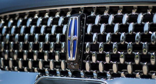 PHOTO: The new grill on the Lincoln Aviator. (Lincoln Motor Co.)