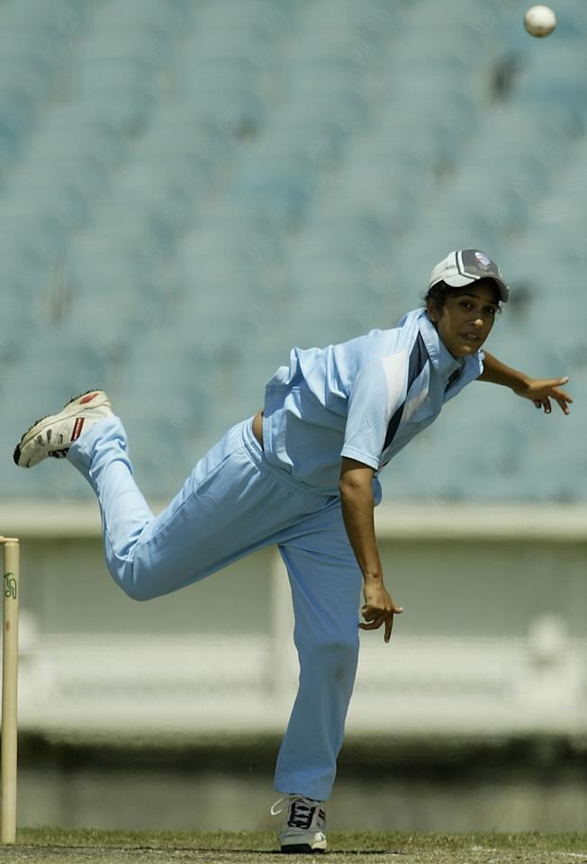 MELBOURNE, AUSTRALIA - JANUARY 31:  Lisa Sthalekar of NSW in action during the Women's National Cricket League Finals Series match between the Vic Spirit and the NSW Breakers January 31, 2004  at the Melbourne Cricket Ground, Australia.  (Photo by Robert Cianflone/Getty Images)