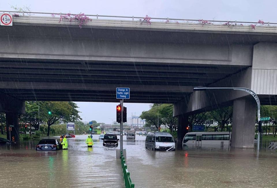 Flash flood at the slip roads along Tampines Avenue 10 and Pasir Ris Drive 12. (PHOTO: PUB)