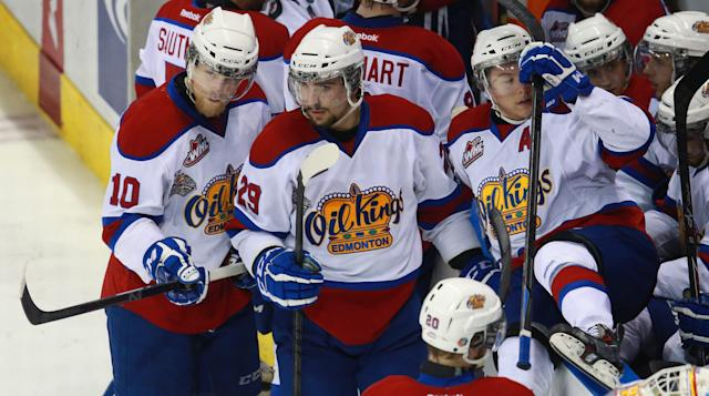 Edmonton Oil Kings Henrik Samuelsson and Mitchell Moroz discuss a play during a time-out against the Val-d'Or Foreurs during the second period of a semifinal game at the Memorial Cup CHL hockey tournament, in London, Ontario, on Friday, May 23, 2014. (AP Photo/The Canadian Press, Dave Chidley)