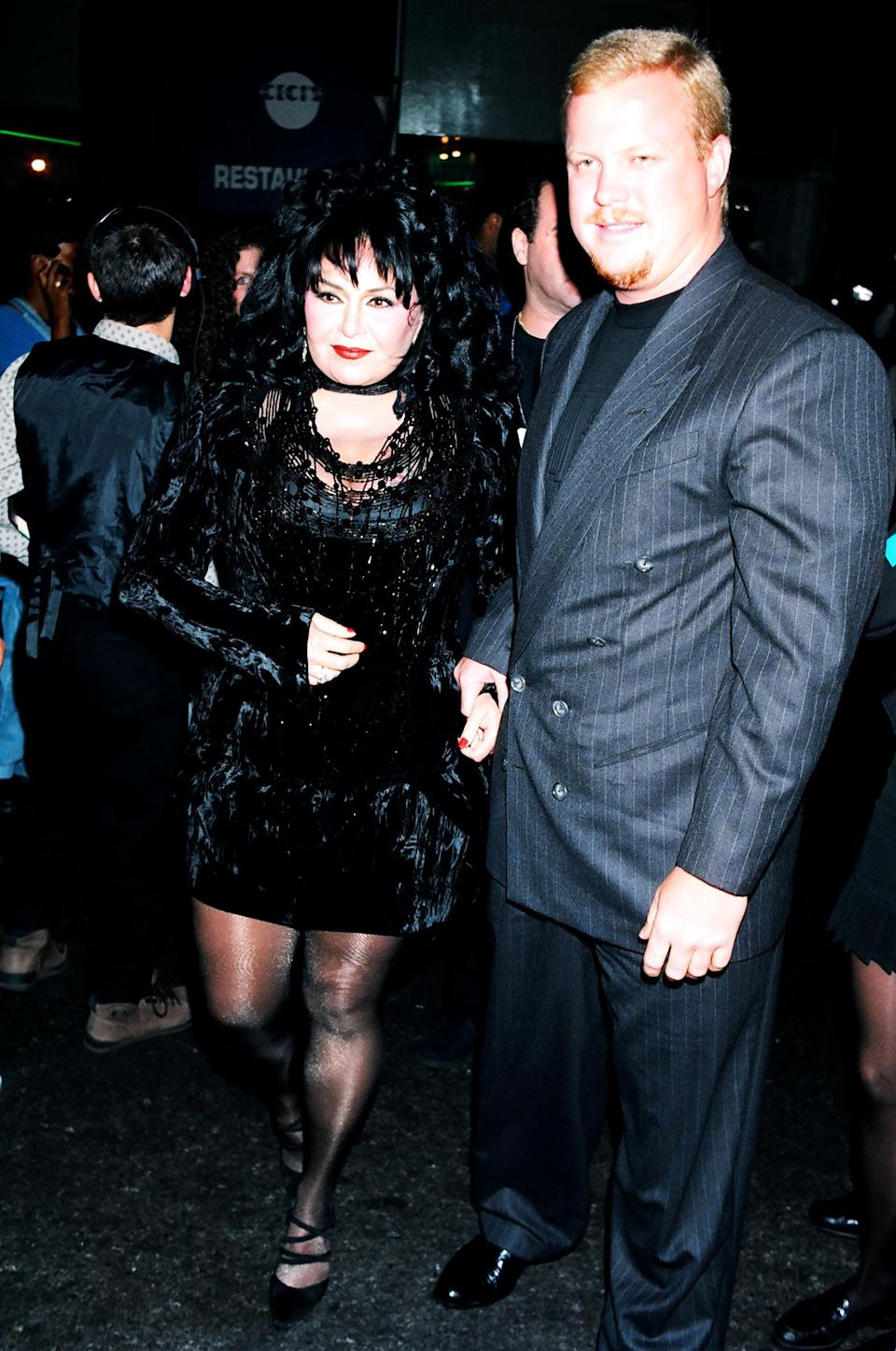 Roseanne Barr and Ben Thomas at the 1994 MTV VMAs. (Photo: Getty Images)