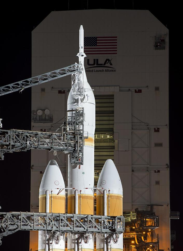 A rocket with NASA's Orion spacecraft mounted atop is seen early on December 4, 2014, at Cape Canaveral Air Force station's space launch complex in Florida (AFP Photo/Bill Ingalls)