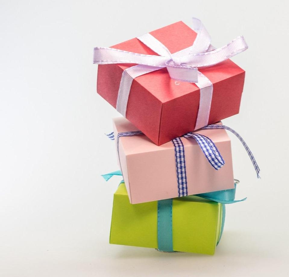 Miyagawa kept changing his birthday just to swindle gifts from 35 women. ― Pexels.com pic