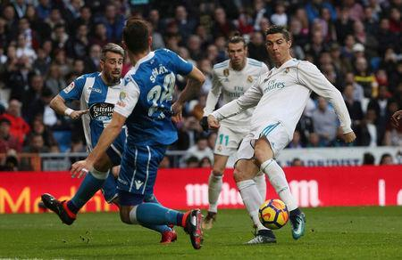 Soccer Football - La Liga Santander - Real Madrid vs Deportivo La Coruna - Santiago Bernabeu, Madrid, Spain - January 21, 2018. Real Madrid's Cristiano Ronaldo shoots at goal. REUTERS/Sergio Perez