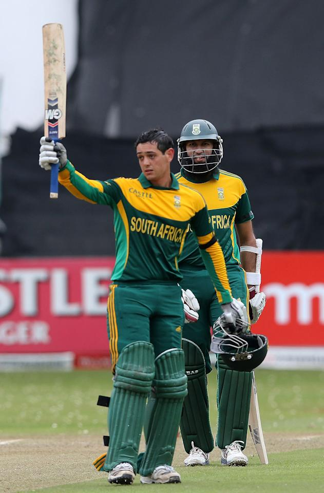 DURBAN, SOUTH AFRICA - DECEMBER 08:  Quinton de Kock and Hashim Amla during the 2nd Momentum ODI match between South Africa and India at Sahara Stadium Kingsmead on December 08, 2013 in Durban, South Africa. (Photo by Anesh Debiky/Gallo Images/Getty Images)