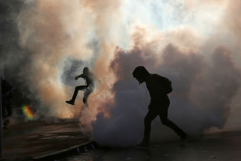 Chile protest marred as teenager falls from bridge amid police clashes