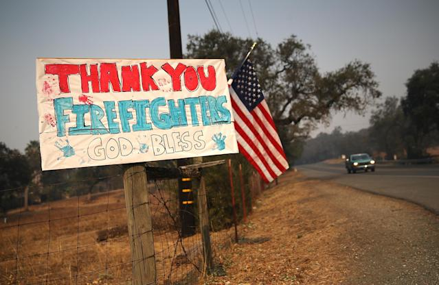 <p>A sign thanking firefighters is posted on Highway 12 on Oct. 12, 2017 in Sonoma, Calif. (Photo: Justin Sullivan/Getty Images) </p>