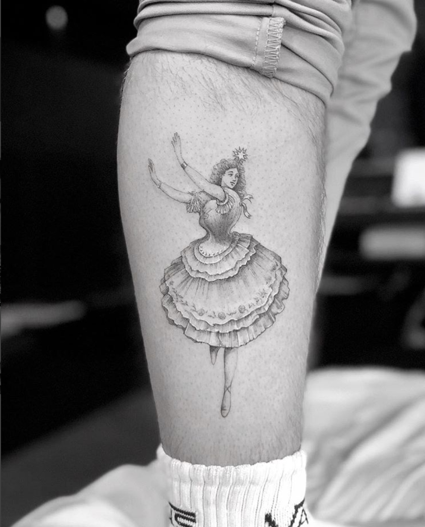 <p>In another sweet tribute to his baby sister, Harper, Brooklyn got a ballet dancer inked on his right calf. <br>[Photo: Instagram] </p>