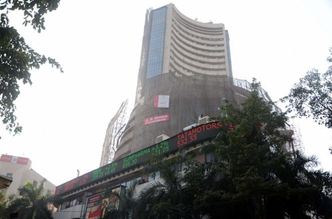 stocks at 52-week high, icici prudential life share price, titan share price, mrf share price, bombay dyeing share price
