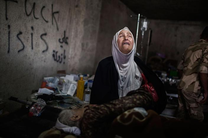 <p>A relative of Sabija, who suffers from blood pressure problems, cries disconsolately inside a medical clinic after fleeing the old city of Mosul , Iraq. July 2, 2017. (Photograph by Diego Ibarra Sánchez / MeMo) </p>