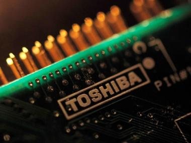 Toshiba wrestles with last minute delays on its $18 billion memory chip business sale