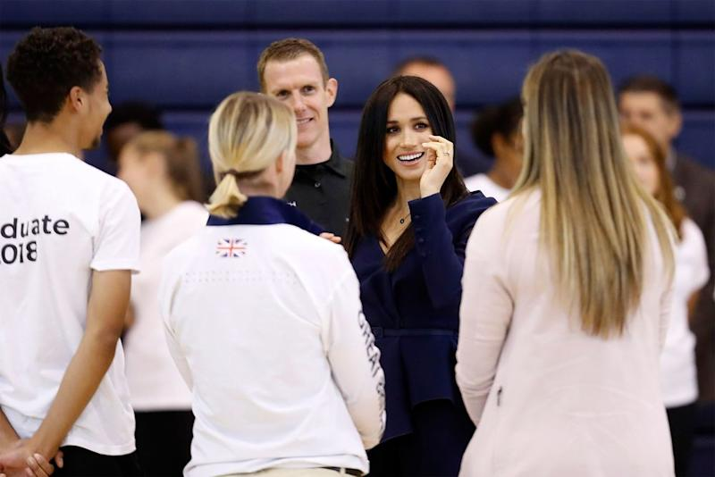 Meghan takes on Harry in netball shootout